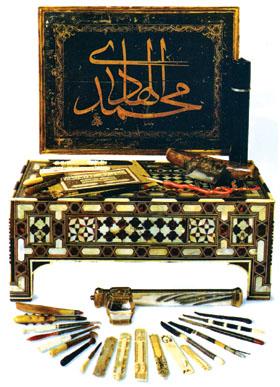 อุปกรณ์เครื่องเขียนที่ชาวอาหรับได้ประดิษฐ์เพื่อใช้ในการคัดตัวอักษรอาหรับแบบวิจิตรศิลป์