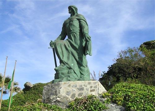 อนุสาวรีย์ของ อับดุรเราะฮฺมาน อัลดาคิล ในเมือง Almuñécar ประเทศสเปน