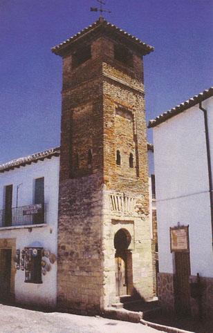 หอระฆังโบสถ์ในเมืองซานตามารีอาเดิมคือหออะซานของมัสญิด