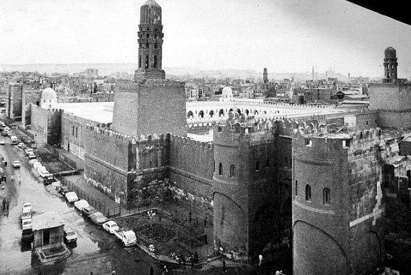 ประตูเมืองอัลฟุตัวฮฺ กรุงไคโร และหออะซาน มัสญิดญามิอฺ อัลฮากิม บิอัมริลลาฮฺ